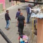 Momento en que los agentes de la Policía rodeaban la guarida de los asaltantes.  fuente externa.