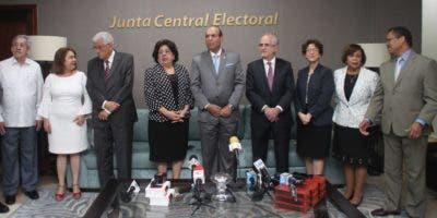 Los miembros  de Participación  Ciudadana giraron una visita  de cortesía  al  pleno de la Junta Central Electoral.  duany núñez.