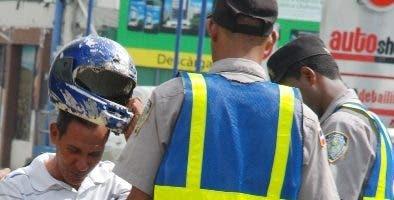 Reportaje sobre Patrullaje policías por Calle y Destacamento  del distrito Nacional,  Av. Lope de Vega con Fantino falco   Hoy-Félix de la cruz  01-06-2013