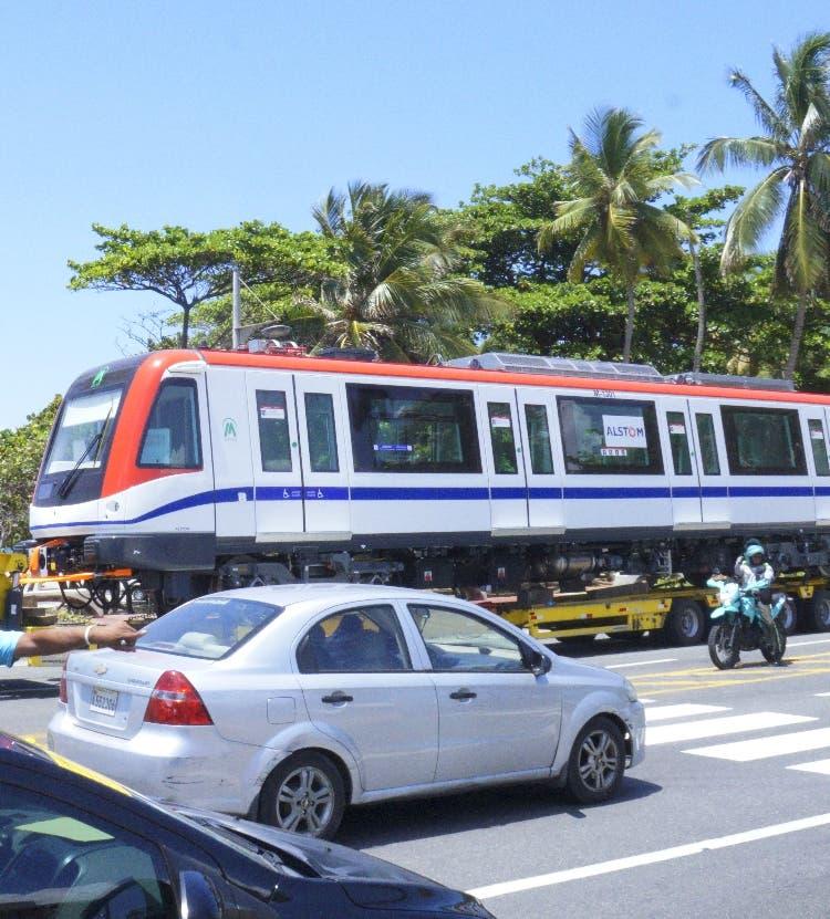 Vagones de la línea 2B listos para instalación