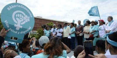 Mujeres   marcharon por la inclusión de las tres causales para permitir aborto.  José de León