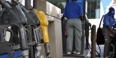 El país ha requerido más dólares para pagar la factura petrolera por aumentos.  ARCHIVO