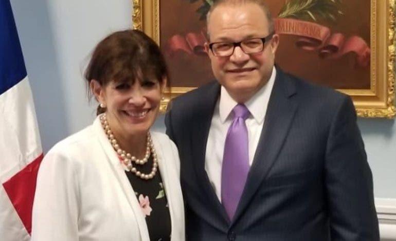 Robin S. Bernstein visitó al embajador José Tomás Pérez.