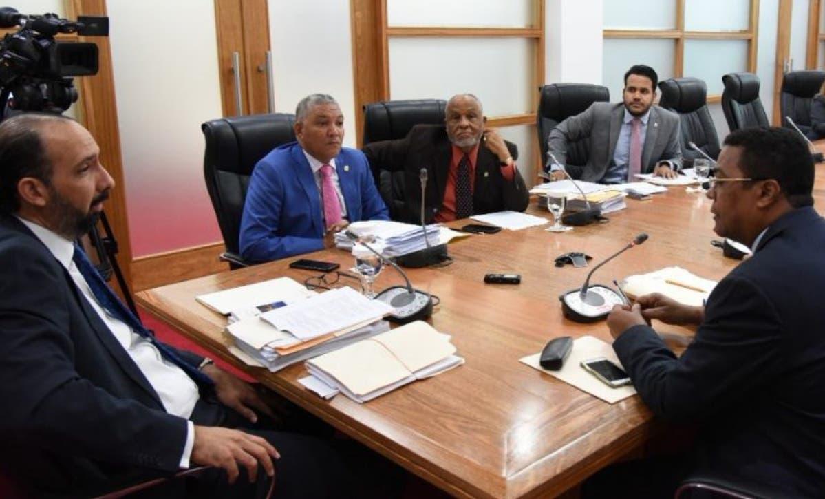 Diputados  advierten país no tendrá  ley de partidos si se imponen primarias abiertas.