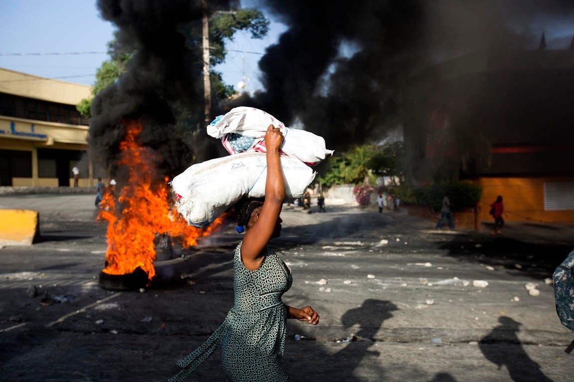 3. Durante las protestas también se produjeron saqueos a negocios.