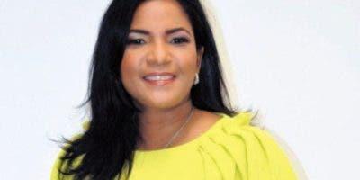 La periodista Anibelca Rosario llevó la voz cantante en la denuncia de contra el abogado Johnny Portorreal quien dice ser el representante de numerosas personas de apellido Rosario a quienes les dice que son herederos de una fortuna que reposa en un banco de Suiza.