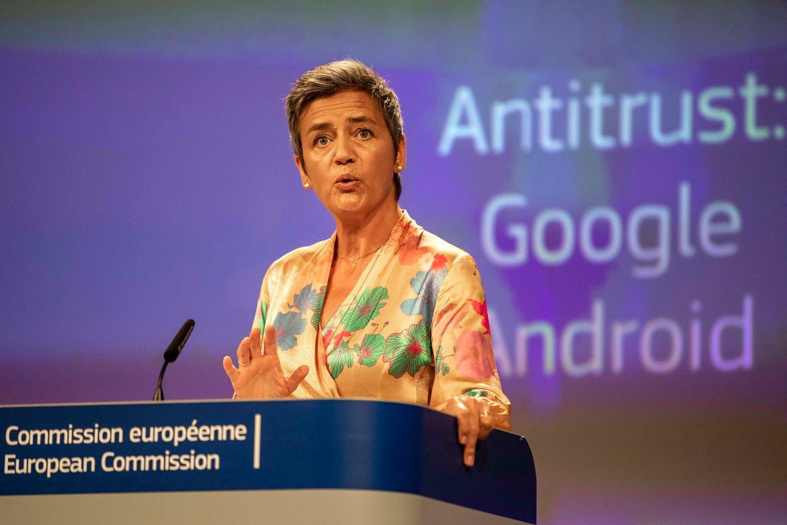 La comisaria de la UE Margrethe Vestager ofrece una conferencia de prensa sobre el caso de competencia que implica a Google Android, en el edificio de la Comisión Europea, en Bruselas, el 18 de julio de 2018. (AP Foto/Olivier Matthys)