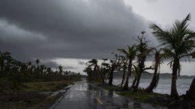 El remanente de la tormenta tropical Beryl continúa su camino hacia el Caribe mientras se disipa sobre Humacao, Puerto Rico. AP