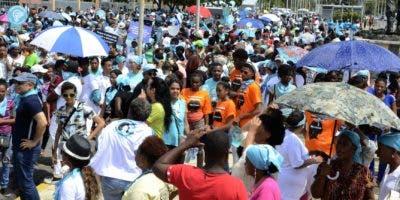 17. Las protestas contra el aumento de los combustibles y el alto costo de la vida se tornaron violenta en el segundo día.