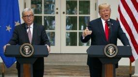 El presidente de EE.UU., Donald Trump, y el de la Comisión Europea (CE), Jean-Claude Juncker hablan en rueda de prensa.,  AP