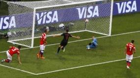 Andrej Kramaric (9), de Croacia, festeja luego de anotar el gol del empate 1-1 ante Rusia, en los cuartos de final de la Copa del Mundo. AP