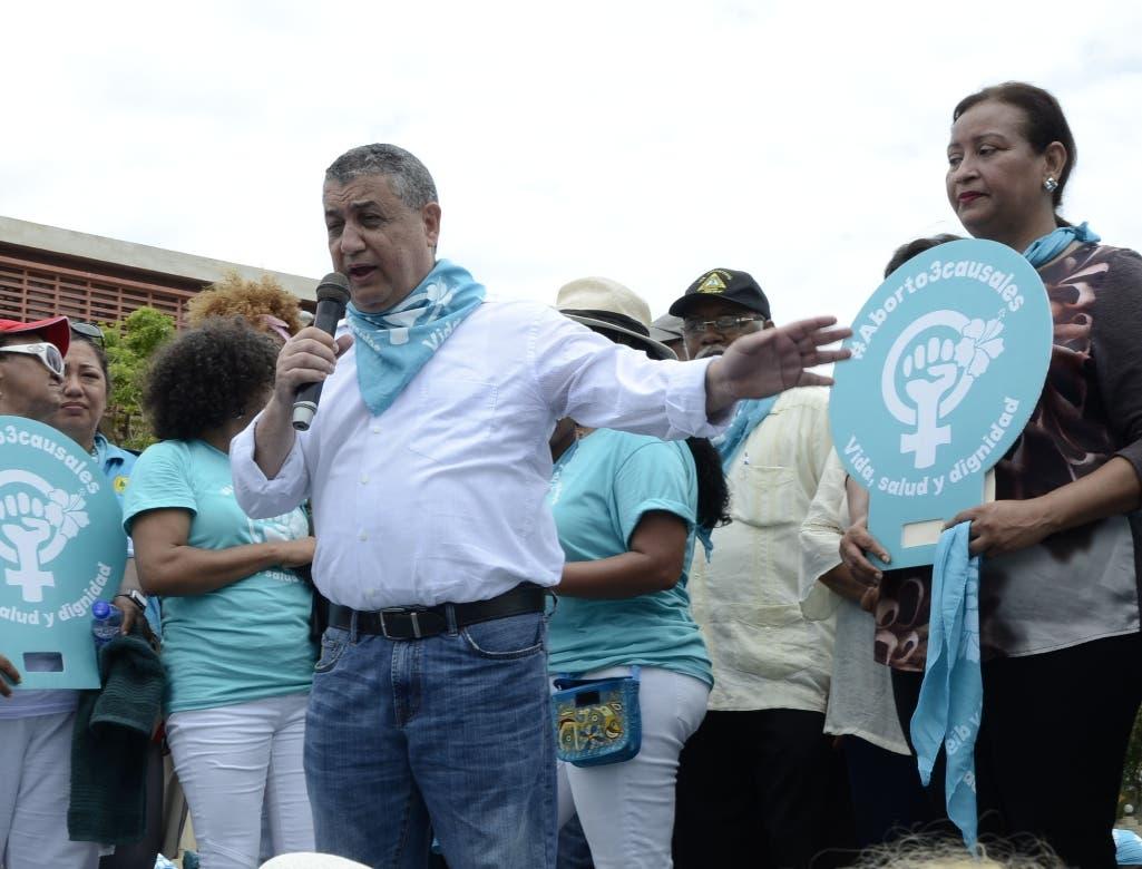 Diputados participan en marcha por la despenalización del aborto en 3 causales