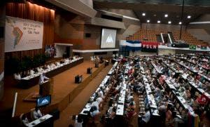 """El Foro de Sao Paulo, que regresa a La Habana después de haberse celebrado en Cuba en 1993 y 2001, tiene como objetivo en su edición XXIV buscar la unidad de la izquierda ante lo que los partidarios de esta opción política consideran """"ataques"""" de la derecha, el """"imperialismo"""" de EE.UU. o el neoliberalismo. (AP Photo/Ramon Espinosa)"""