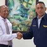 Héctor Mojica, director general OMSA junto al Mayor General Piloto Elvis Félix Pérez, presidente del Comité Organizador de la Copa Panamericana de Voleibol.