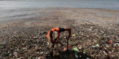 El río Ozama es el cuarto más grande de República Dominicana. La basura llegó hasta su desembocadura en el Caribe. BBC