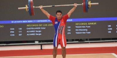 El dominicano Luis García rompió el récord de los Centroamericanos y del Caribe, que era de 122 kilos e impuso el venezolano Víctor Castellanos en Cartagena 2006. Foto: Alberto Calvo/El Día.