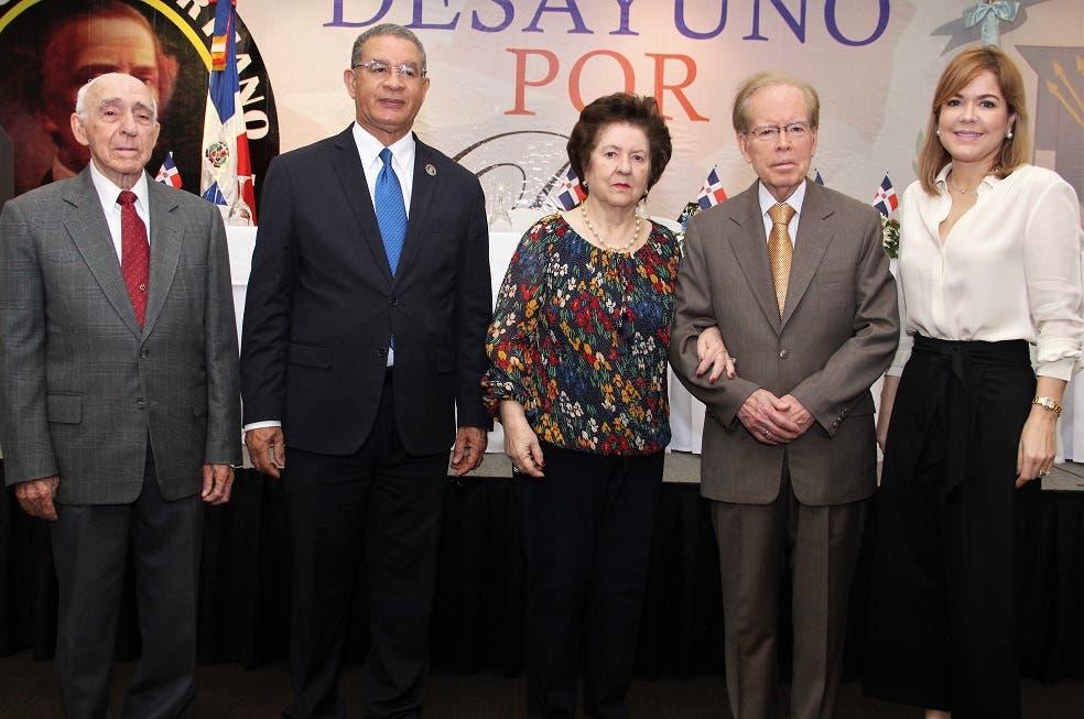 Oscar Padilla, Wilson Gómez, Ana María Alonso, José Luis Corripio  Estrada y Ana Corripio. Foto: fuente externa.