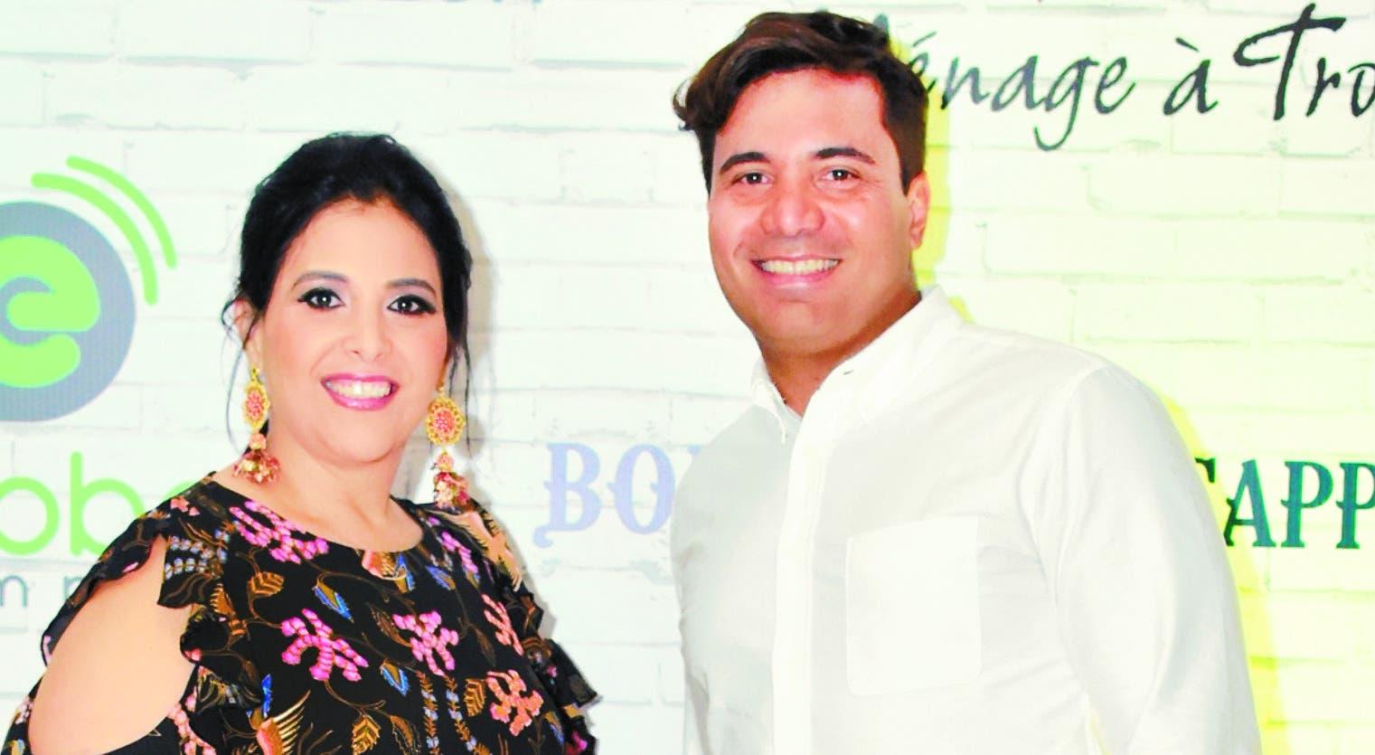 Claudia y Frank Escobar, durante el coctel.
