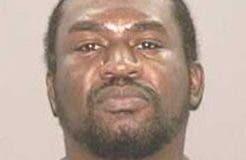 Sam Cross es señalado como el responsable de haber asesinado a balazos a tres personas, incluida a una dominicana, el pasado mes en El Bronx.