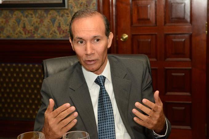 Winston Santos dice trabajará en humanizar seguridad social y política del primer empleo