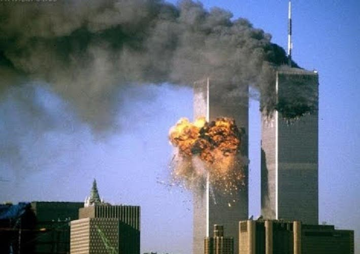 Scott trabajaba para Keefe, Bruyette, & Woods en el piso 89 de la Torre Sur del World Trade Center y le sobrevivieron sus padres y dos hermanos.