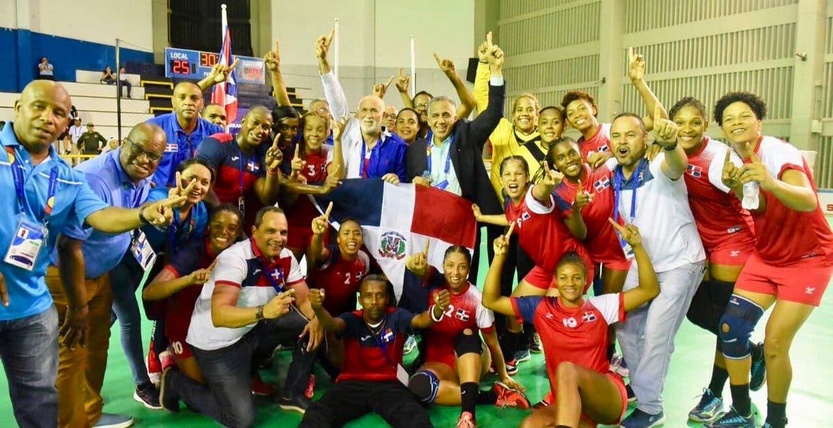 1. Selección de Balonmano celebra victoria en Juegos Centroamericanos.