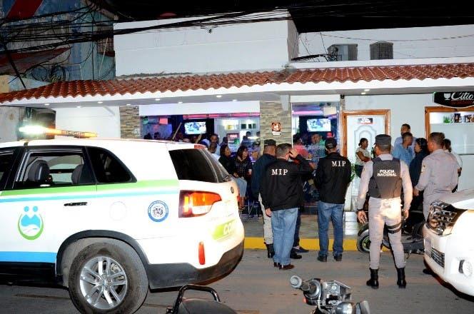 Interior y Policía clausura varios centros de expendio de bebidas alcohólicas por presencia de menores