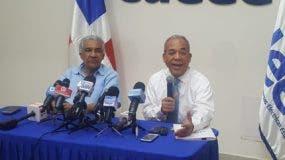 José Rafael Santana, el presidente del Consejo de de Administración  y Rubén Bichara, vicepresidente ejecutivo de la CDEEE.
