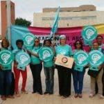 Las manifestantes consideran que el aborto en tres causales tiene que dejar de ser un delito en un país donde el 70% de la ciudadanía está a favor de un cambio en el Código Penal, para reconocer los derechos de las mujeres.