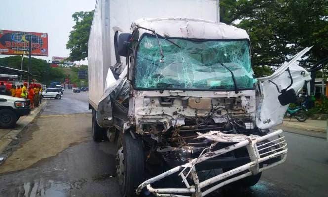 Triple choque en la carretera Puerto Plata-Navarrete deja 2 heridos