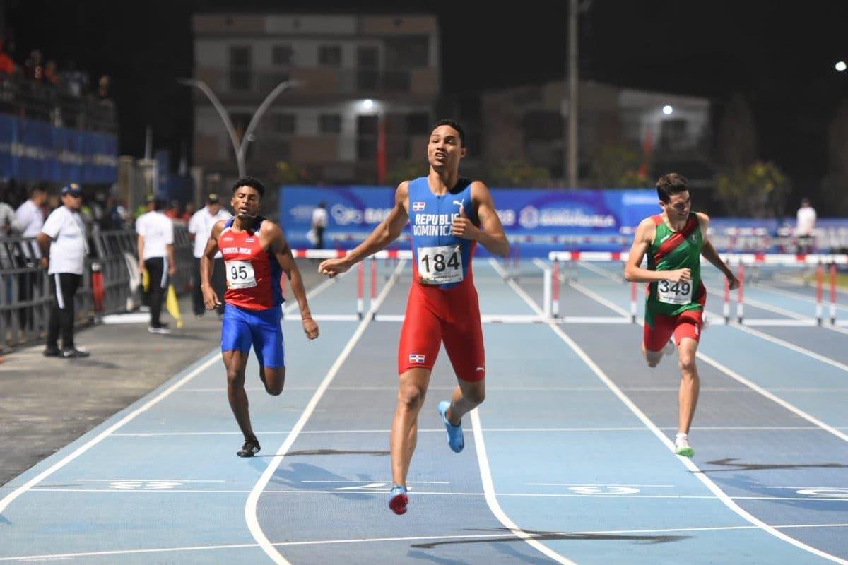 Juander Santos gana medalla de bronce en los 400 metros con vallas en los Juegos Centroamericanos