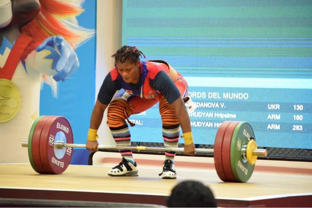 14. Crismery Santana obtiene medalla de oro en la disciplina de levantamiento de pesas, en la modalidad de envión 90 kg, en estos XXIII Juegos Centroamericanos y del Caribe.