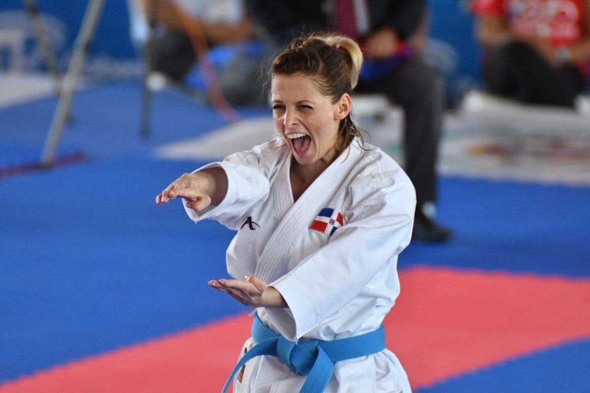 7. María Dimitrova, de la disciplina de karate, obtiene medalla de oro en la modalidad kata.