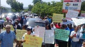 Los residentes piden la construcción de la carretera cuanto antes.