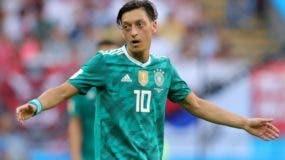Mesut Özil no mencionó que se retiraba definitivamente de la selección, pero por el momento no piensa jugar con ella.