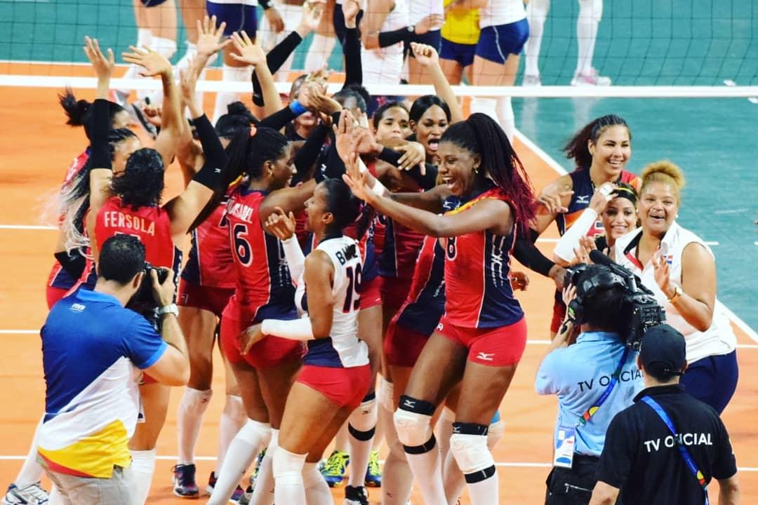 Las selección de voleibol femenino revalidó el título al vencer a Colombia.