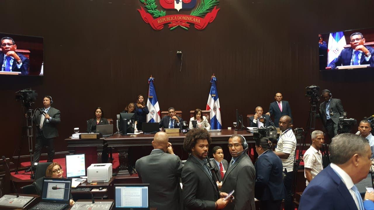 La sesión fue paralizada,, tras el alboroto que generó la propuesta de Faride. Foto: Degnis de León.