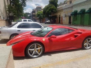 Vehículo de lujo en que se transportaba Andres Feitosa cuando fue apresado por las autoridades. Fuente externa