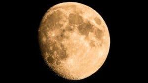El hielo se conserva gracias a que está en el lado oscuro de la Luna.
