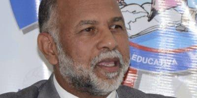 Eduardo Hidalgo, presidente de la Asociación Dominicana de Profesores.  José  de León
