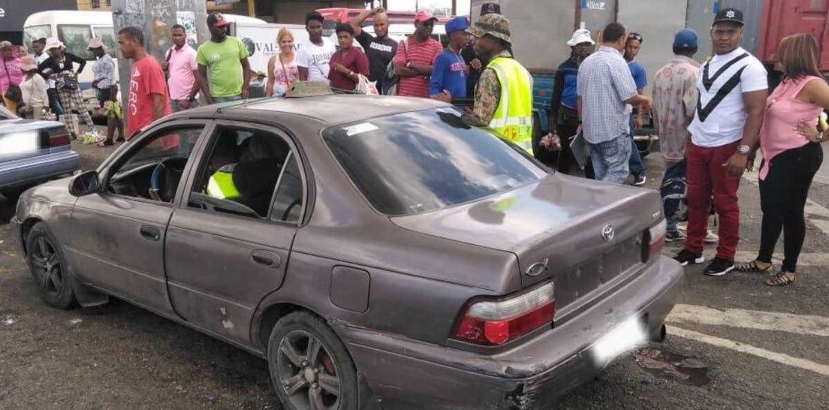 Personal militar del INTRANT retiró la parada irregular en autopista Las Américas.