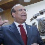 Julio César Castaños Guzmán mientras hablaba ayer con la prensa.  ELIESER TAPIA
