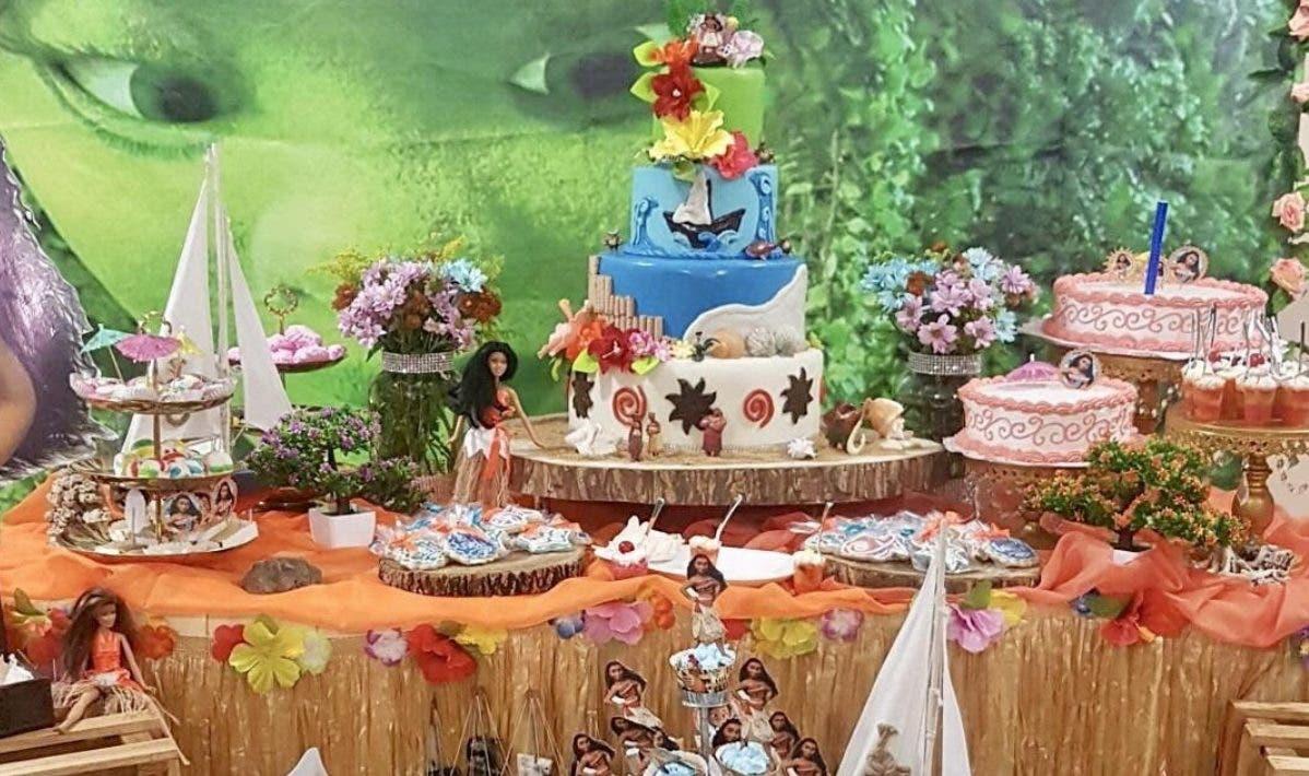 Lo que está en boga son las mesas de dulces,  que  son ambientadas con el tema de la fiesta.