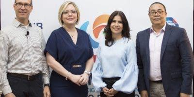 Juan Carlos Fernández Espinosa, Farah de la Mota, Rosanna Camarena y Víctor Bautista.