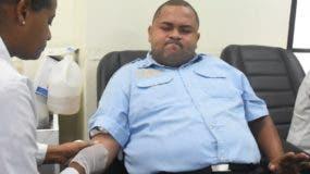 Agente de la Policía deja   muestra de sangre.  Alberto calvo.