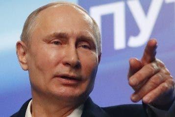 """Putin intenta evitar la internacionalización de lo que él considera un simple """"incidente fronterizo"""", pese a que Ucrania aprobó el estado de excepción y ha puesto en alerta a sus tropas ante la amenaza percibida de una guerra """"a gran escala"""" con el país vecino."""