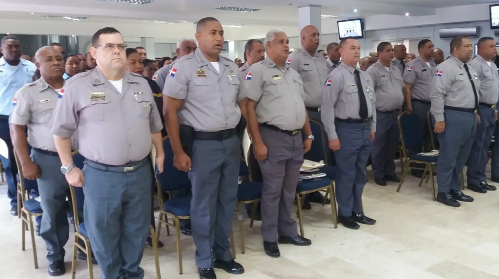 Más de tres mil policías sufren de sobrepeso