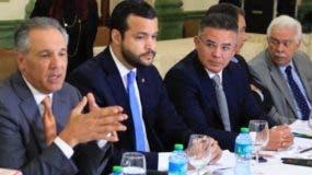 Representantes de entidades públicas y privadas participaron en reuniones.