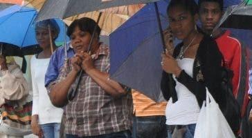 Muchos tuvieron que cargar paraguas..  AGENCIA FOTO