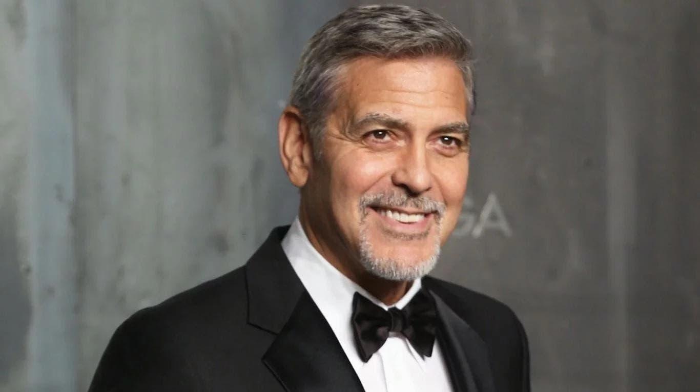 Clooney ha recibido tres Globos de Oro por su trabajo como actor y dos Premios de la Academia , uno por actuar en Syriana (2006) y el otro por la coproducción de Argo (2012).